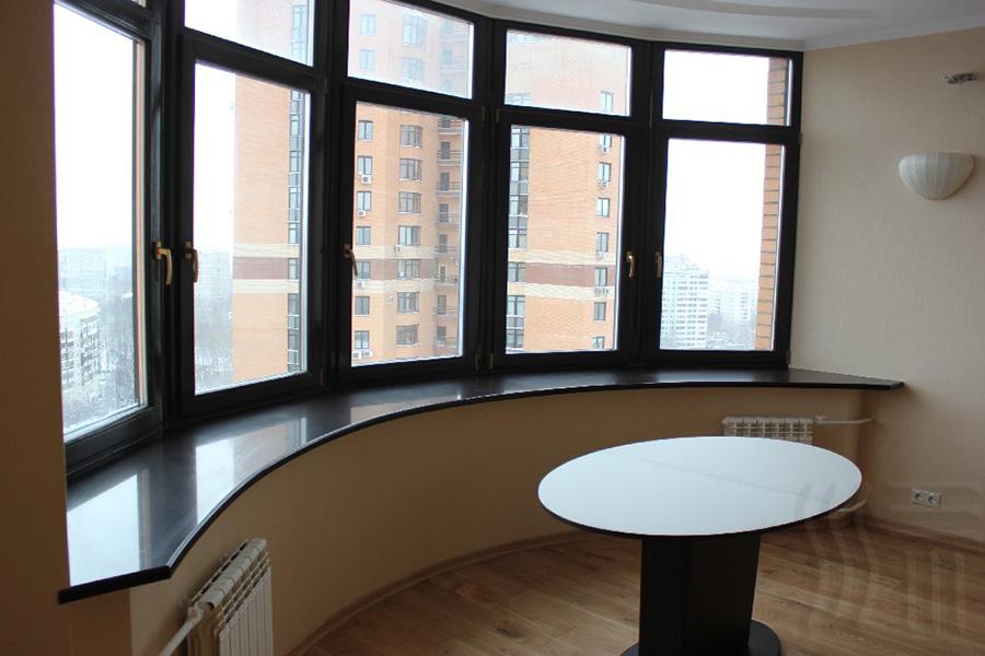 Эркерное окно с ламинацией и элитной фурнитурой